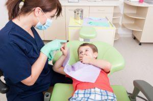 Ребенок разбил губу, изнутри опухла: что делать и чем опасны такие раны