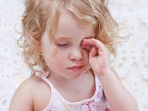 Лопнул сосуд в глазу у ребенка: что делать, если лопнул капилляр у новорожденного, причины и профилактика